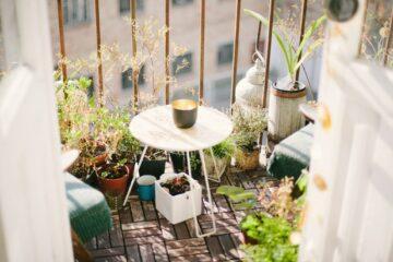 utsikt fra balkong Photo by Artur Aleksanian on Unsplash
